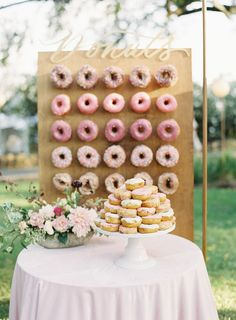 Wedding Reception Food 23 Ways to Serve Donuts at Your Wedding That Your Guests Will Love! These fun reception desserts are a creative alternative to classic wedding cake. Wedding Favors And Gifts, Creative Wedding Favors, Inexpensive Wedding Favors, Wedding Donuts, Wedding Desserts, Wedding Cakes, Cake Bars, Martha Stewart Weddings, Wedding Reception Food