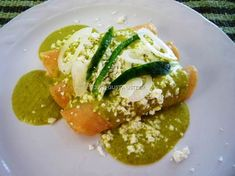 ¿Gusta Usted? Auténtica Comida Casera Mexicana: Enchiladas verdes. Salsa de cacahuate.- Receta