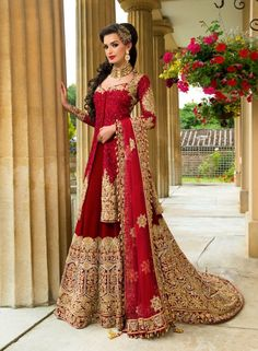 Pakistani wedding dresses and bridal Lehenga are so loved by everyone for their intricate designs and heavy embroidery. Indian Bridal Outfits, Indian Bridal Lehenga, Indian Bridal Fashion, Pakistani Wedding Dresses, Pakistani Outfits, Indian Dresses, Dress Wedding, Moda Indiana, Asian Bridal