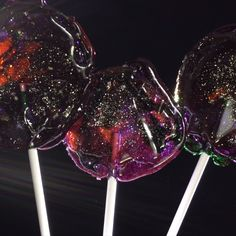 These galaxy lollipops are out-of-this-world delicious! Homemade Lollipops, Homemade Candies, Cake Decorating Videos, Cake Decorating Techniques, Bolo Neon, Delicious Desserts, Dessert Recipes, Picnic Recipes, Baking Desserts
