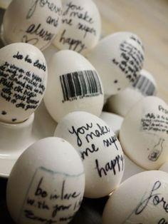 Lief DIY idee voor Pasen: schrijf voor iedereen een leuk berichtje op het paasei
