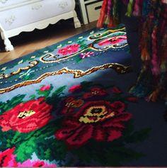medallion rug, aubusson rugs, persian rugs, pink rug, vintage rugs, traditional rugs,  caucasian rugs, turkish carpets, turkish rugs, antique turkish rugs, handmade rugs,  handmade persian rugs, handmade wool rugs, pink carpet, vintage style rugs,  kilim rugs australia, pink kilim rugs, blue kilim rugs, bohemian rugs, bohemian style rugs, bohemian rugs cheap,  boho area rugs,  vintage rugs, hippie rugs, gypsy rugs,