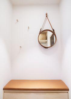Multikomfort i visningshus, Larvik - Nyfelt og Strand Interiørarkitekter Leather Pillow, My House, Bench, Pillows, Mirror, Table, Interiors, Furniture, Home Decor