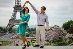 A lot of fun at the Eiffel Tower with Kaitleen & Kenny - WESHOOT Paris Photo Session