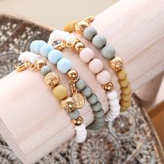 Make amazing jewellery in the trend colours of spring/summer 2019 with new acrylic beads of Beads Wholesale Online. Diy Bracelets And Earrings, Diy Necklace, Black Diamond Price, Charm Jewelry, Jewelry Crafts, Swarovski, Bohemian Jewellery, Acrylic Beads, Schmuck Design