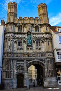 Canterbury, England - Beautiful entrance to the Canterbury Cathedral precinct | TouristBee Canterbury England, Canterbury Cathedral, Chatham Kent, Uni Life, Old Building, British Isles, Travel Goals, Cathedrals, Wonders Of The World