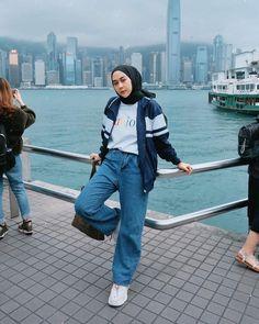 Top 9 Hijab Fashion For Jeans 2020 Top 9 Hijab Fashion For Jeans 2020 Modern Hijab Fashion, Street Hijab Fashion, Hijab Fashion Inspiration, Korean Fashion Trends, Muslim Fashion, Casual Hijab Outfit, Hijab Chic, Ootd Hijab, Hijab Jeans