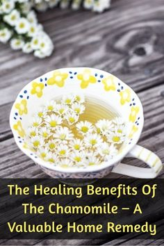 The chamomile is a medicinal herb that has been appreciated since ancient times in Egypt, Greece and the Roman Empire. Even then, the doctors have used this herb as a home remedy for pain and cramps in the stomach, as well as for various inflammations of Holistic Remedies, Herbal Remedies, Health Remedies, Natural Headache Remedies, Natural Home Remedies, Types Of Herbs, Holistic Nutrition, Medicinal Herbs, Natural Herbs