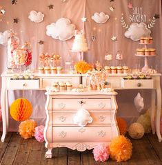 Party Desserts, Sweet Desserts, Cake Central, Bakery Cakes, Eat Dessert First, Cupcake Cakes, Cupcakes, Dessert Table, Balloons