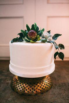 Modern wedding cake | Photo by Kat Bevel Photography | Read more -  http://www.100layercake.com/blog/?p=79845