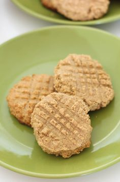 Very rich four ingredient Oatmeal Maple Peanut Butter Cookies. They are gluten free and full of fiber. all the most de-lish ingredients Peanut Butter And Co, Peanut Butter Cookies, Gluten Free Sweets, Gluten Free Cookies, Easy Cookie Recipes, Dessert Recipes, Tasty, Yummy Food, Eat Dessert First
