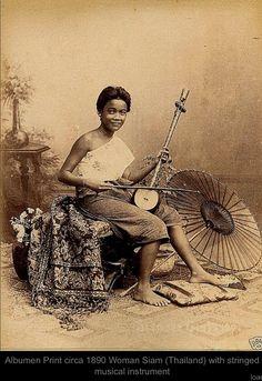 Siamese musician... http://islandinfokohsamui.com/
