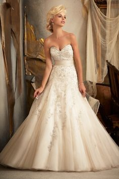 2013 Wedding Dresses A Line Sweetheart Sweep/Brush Train Organza Applique Belt