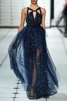 Fabulous & beautiful embellished dark blue #gown , #runway style http://fashioncherry.co/ Jupon bleu nuit étoilée