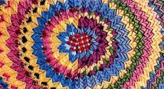 Кругляшки из уголков. Коврики из кусочков ткани, сложенные клювиками, чешуйками…