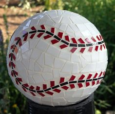 Create as a tennis ball! Mosaic bowling ball for the garden Bowling Ball Crafts, Bowling Ball Garden, Mosaic Bowling Ball, Bowling Ball Art, Garden Balls, Mosaic Garden, Mosaic Art, Mosaic Glass, Stained Glass