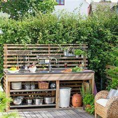 Get our best ideas for outdoor kitchens, including charming outdoor kitchen decor, backyard decorating ideas, and pictures of outdoor kitchen. Inspired by these amazing and innovative outdoor kitchen design ideas.