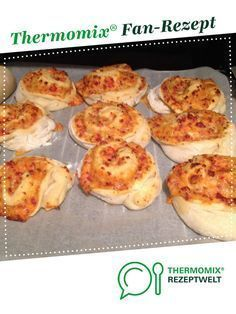 Pizza snails, delicious by A Thermomix ® recipe from the baking category is hearty at www.de, the Thermomix ® community. Pizza snails, delicious Carina Berg Thermomix neu Pizza snails, delicious by A Th Sandwich Recipes, Pizza Recipes, Seafood Recipes, Snack Recipes, Cake Recipes, Snacks Für Party, Party Party, Barbacoa, Food Lists
