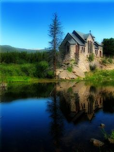 Chapel On The Rock at the St. Malo Mission near Estes Park in Colorado. Beautiful and peaceful setting. A very popular spot for religious retreats and Catholic weddings. When traveling to Estes Park we never pass this spot without stopping. Estes Park Colorado, Rocky Mountains, Beautiful World, Beautiful Places, Wonderful Places, Places Around The World, Around The Worlds, Cities, Cathedral Church