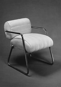 ARMCHAIR ca. 1930 Eileen GRAY (British, 1879-1976) Chrome-plated tubular steel with white cotton fabric