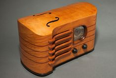 "Emerson ""Strad"" CH-256 Ingraham Radio in Maple | Radios | Decophobia | 20th Century Design"