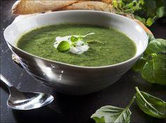 SUNN SUPPE: Brokkoli og grønnkål - servert med syrlig fetaostkrem. Alle foto: Magnar Kirknes