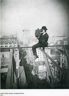 Amazing! Photographer on the 5th avenue in NY, 1905