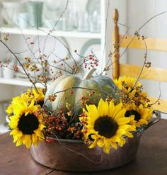 creative flower arrangements and floral designs with sunflowers, yellow flower table decorations and centerpieces Fall Arrangements, Simple Centerpieces, Autumn Centerpieces, Autumn Decorating, Decorating Ideas, Decor Ideas, Craft Ideas, Deco Table, Decoration Table