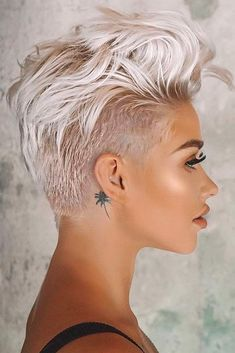 The Hottest Variations Of A Long Pixie Cut To Look Flawless Amazing Long Pixie For Your Stylish And Dramatic Look Short Pixie Haircuts, Pixie Hairstyles, Short Hair Cuts, Short Hair Styles, Pixie Styles, Prom Hairstyles, Hairstyles Videos, Simple Hairstyles, Beautiful Hairstyles