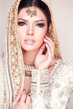 Mona Lizza for Rukiya's Salon #PakistaniBridal