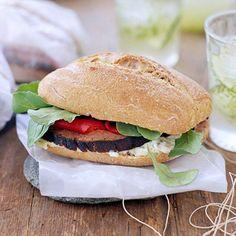 Flank Steak Sandwich with Creamy Blue Cheese Sauce - Fitnessmagazine.com