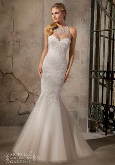 2723 Bridal Gowns / Dresses Artistic Embroidered Appliques on Net with Crystal Beading