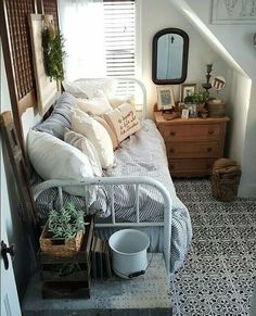 7 Truthful Cool Ideas: All Organic Home Decor Spaces natural home decor living room inspiration.Natural Home Decor Earth Tones Living Rooms simple natural home decor lamps.Organic Home Decor Bedroom Chandeliers. Home Bedroom, Bedroom Decor, Bedroom Office, Girls Bedroom, Master Bedroom, Trendy Bedroom, Daybed Bedroom Ideas, Modern Bedroom, Design Bedroom