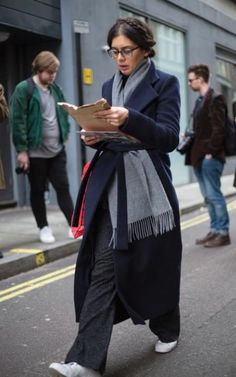 50 best street style looks from London Fashion Week so far Keeping it simple in navy and grey basics, plus trusty white trainers Fashion Week, Love Fashion, Winter Fashion, Fashion Trends, Style Fashion, Classy Fashion, Petite Fashion, French Fashion, Fashion Jewelry