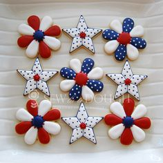 Patriotic Red, White, and Blue Stars and Flowers Decorated Iced Sugar Cookies / Biscuits for the Fourth of July / July 4th or a nautical theme.  Galletas decoradas.