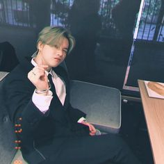 """[KONSTAGRAM] withikonic posted photos of jinhwan looking fine in a suit! Chanwoo Ikon, Kim Hanbin, Yg Entertainment, Taehyung, Ikon Member, Warner Music, Ikon Wallpaper, Laptop Wallpaper, Jay Song"