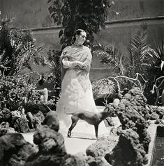 Gisèle Freund photo of Frida Kahlo and her dog