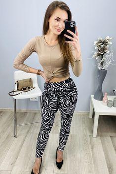 Dámske háremky zebra vzorom Striped Pants, Fashion, Moda, Stripped Pants, Fashion Styles, Striped Shorts, Fashion Illustrations, Stripe Pants