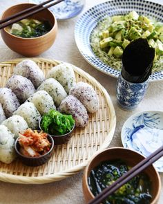 "344 Likes, 24 Comments - Erina 🌱 (@vegan_gohan) on Instagram: ""Lunch was onigiri, homemade kimchi, seaweed salad, tofu+ wakame seaweed miso soup, and avocado +…"""