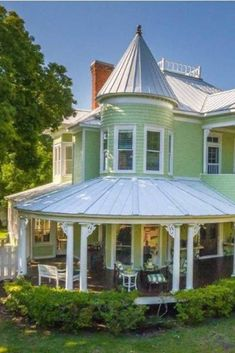 1895 Victorian In Apalachicola Florida — Captivating Houses Indian Architecture, Modern Architecture House, Classical Architecture, Building Architecture, Rustic Loft, Rustic Cottage, Apalachicola Florida, Victorian Style Homes, Victorian Interiors