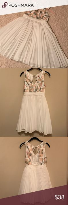 NWT Minuet Sequin & Chiffon Dress S Pretty and fun dress by Minuet!!! Bodice is made up of a pale pink, cream, white, and grey geometric sequin pattern! Skirt is fully lined and layered in tulle with a pleated chiffon outer shell! Minuet Dresses Mini