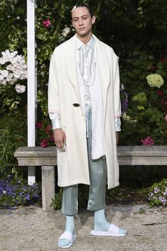 See all the Collection photos from Pigalle Spring/Summer 2017 Menswear now on British Vogue Vogue Paris, Live Fashion, Fashion Show, Fashion Weeks, Fashion Brands, Pigalle Paris, Runway Fashion, Mens Fashion, Paris Fashion
