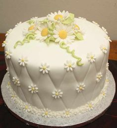 Lovely daisy cake !! Very pretty........