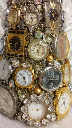 Would also be cute for New Years Eve with all hands set to midnight. Costume Jewelry Crafts, Vintage Jewelry Crafts, Jewelry Frames, Jewelry Tree, Jeweled Christmas Trees, Christmas Jewelry, Christmas Tree Ring, Vintage Ornaments, Ring Verlobung