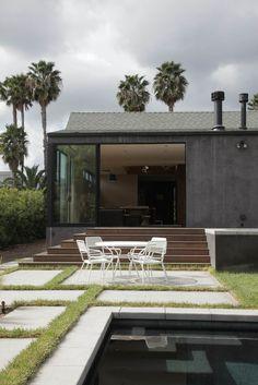 Backyard; Photo by: Zen Sekizawa  Read more: http://www.dwell.com/slideshows/exterior-focus.html?slide=5=y=true##ixzz1wZMVRlOv