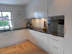 Interiordesign by Abstrakt-Art: Kjøkkenprosjekt - med spennende kontraster Kitchen Room Design, Modern Kitchen Design, Home Decor Kitchen, New Kitchen, Home Kitchens, Home Decor Furniture, Kitchen Furniture, Modern Kitchen Interiors, Cuisines Design