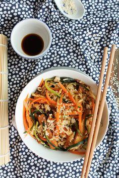 Tofu and veggies fried rice // Riz frit aux légumes et au tofu Veggie Recipes, Indian Food Recipes, Vegetarian Recipes, Healthy Recipes, Ethnic Recipes, Veggie Food, Vegetable Fried Rice, Gluten Free Cooking, Dessert