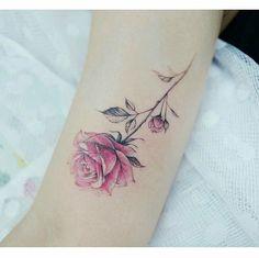 Linhas finas Fine lines • ℐnspiração ✩ ℐnspiration • . . #tattoo #tattoos #tatuagem #tatouage #tatuaje #ink #tattooed #tattooedgirls #carpediem #TatuagensFemininas
