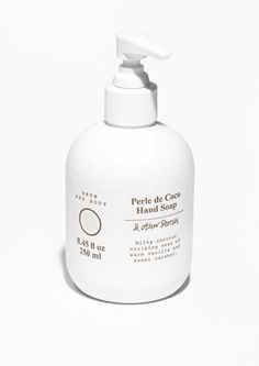 Stock your bathroom with luxurious beauty favourites. Body wash, hand soap, scrubs, makeup and cruelty free makeup brushes. Express shipping available! Skincare Packaging, Beauty Packaging, Cosmetic Packaging, Packaging Design, Label Design, Organic Face Products, Body Products, Beauty Products, Hand Lotion