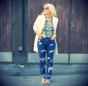 DIY Ripped jeans Lainahöyhenissä/Lily